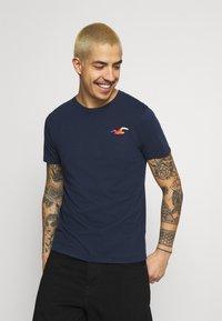 Hollister Co. - ICONIC 3 PACK - T-shirt basique - WHITE/NAVY/BLACK - 4