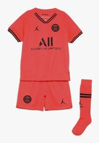 Nike Performance - PARIS ST GERMAIN AWAY KIT - Artykuły klubowe - infrared/black - 0