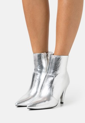 LEINEE - Classic ankle boots - silver
