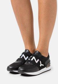 DKNY - MARLI - Nazouvací boty - black - 0