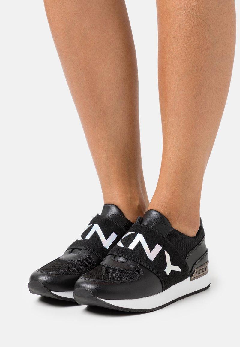 DKNY - MARLI - Nazouvací boty - black