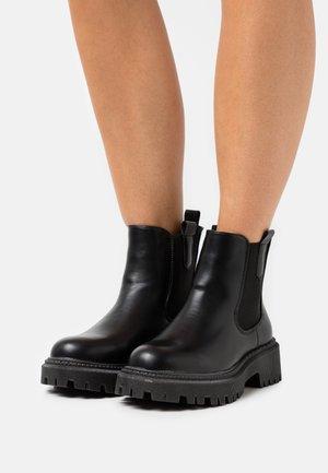 VISIONARY - Kotníkové boty na platformě - black