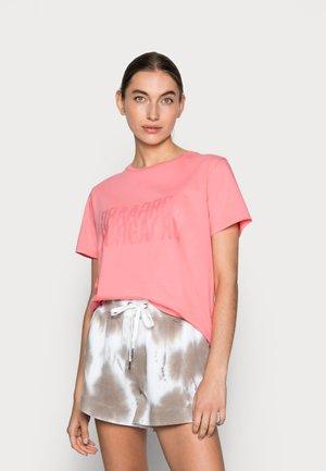 SINGLE ORGANIC TRENDA - T-shirts med print - strawberry pink