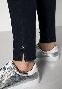 Calvin Klein Jeans - HIGH RISE SKINNY ANKLE - Jeans Skinny Fit - blue - 4