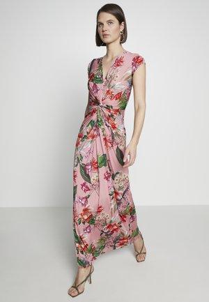 NICE - Maxi šaty - bubble gum