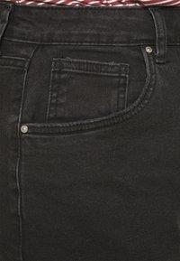 Cotton On Curve - MOM HIGH WAIST - Shorts di jeans - midnight black - 4