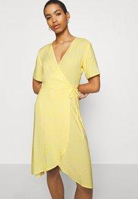 Moss Copenhagen - ISALIE TURID WRAP DRESS - Denní šaty - panana - 3