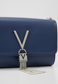 Valentino by Mario Valentino - DIVINA  - Across body bag - blu - 5