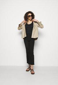 rag & bone - NINA HIGH RISE ANKLE FLARE - Flared Jeans - black - 1