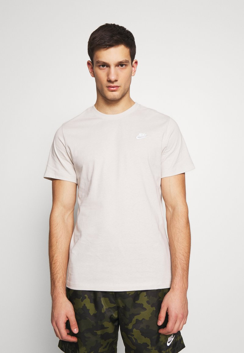 Nike Sportswear - CLUB TEE - T-shirt - bas - light bone/(white)
