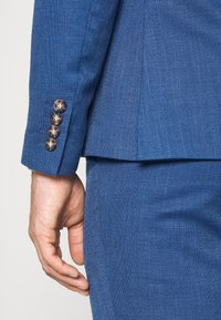 Isaac Dewhirst - WEDDING COLLECTION - SLIM FIT SUIT - Garnitur - blue - 7