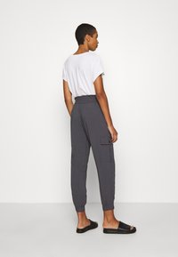 Abercrombie & Fitch - FASHION PANT  - Cargo trousers - asphalt - 2