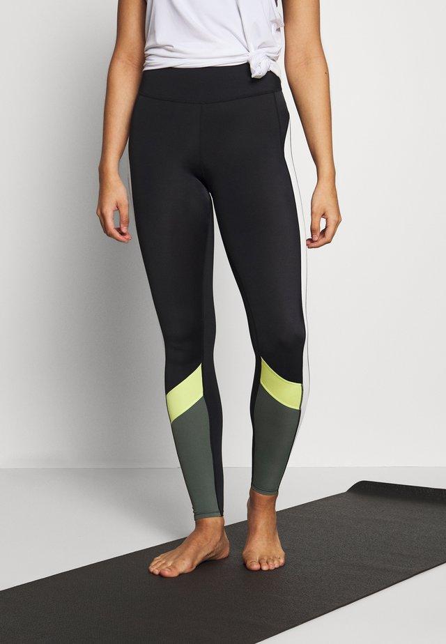 7/8COLOURBLOCK LEGGING - Pantalón 3/4 de deporte - black/yellow