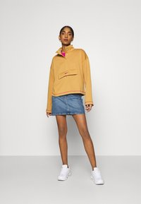 Nike Sportswear - Sweatshirt - flax/cactus flower - 1