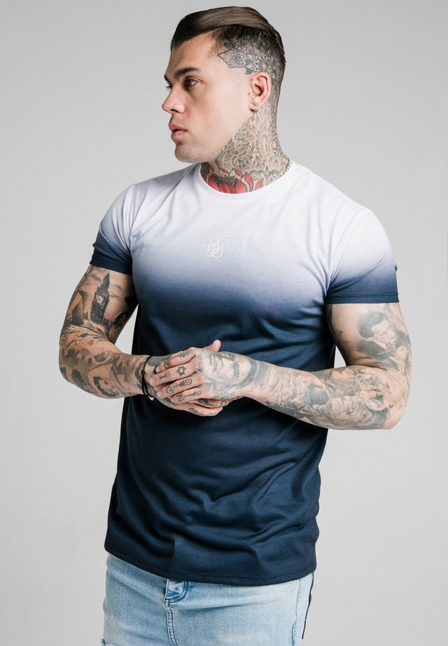 HIGH FADE TEE - T-shirt imprimé - white/navy