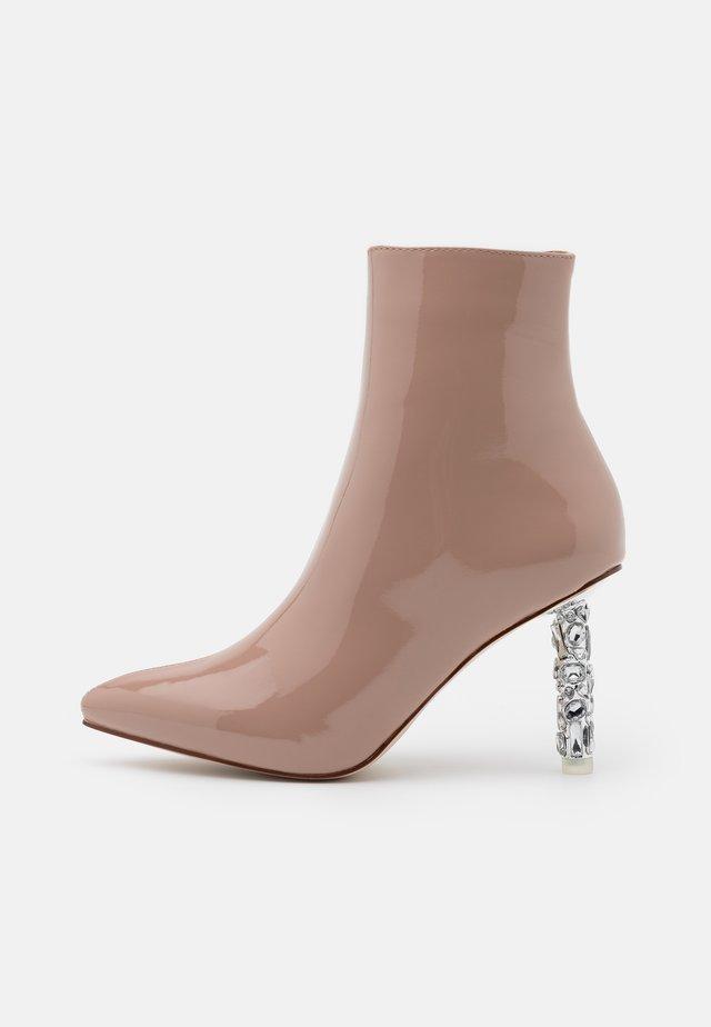 ODELIA - Støvletter - nude