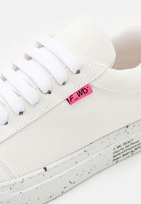 F_WD - Sneakers laag - white - 6