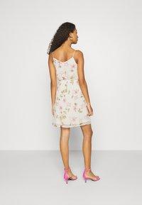 Vero Moda - VMWONDA - Denní šaty - birch/poppy - 2