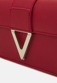 Valentino Bags - PENELOPE - Across body bag - rosso - 4