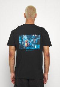 Night Addict - JAPNEON - T-shirts print - black - 0