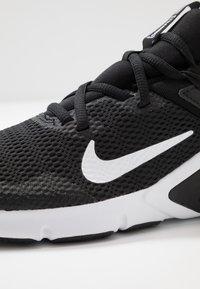 Nike Performance - LEGEND ESSENTIAL - Sportschoenen - black/white - 5