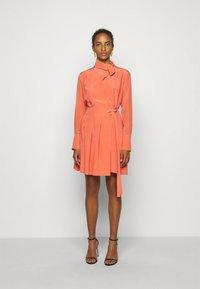 Victoria Victoria Beckham - PLEATED DRESS - Vestito elegante - lychee pink - 0