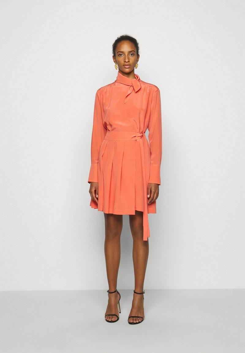 Victoria Victoria Beckham - PLEATED DRESS - Vestito elegante - lychee pink