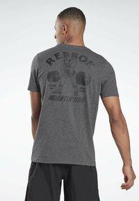 Reebok - REEBOK WEIGHTLIFTING T-SHIRT - T-shirt imprimé - grey - 0