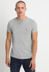 Tommy Hilfiger - NEW STRETCH TEE C-NECK - T-shirt basic - cloud heather - 0