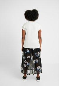 Vero Moda Curve - VMAVA PLAIN - Basic T-shirt - snow white - 2