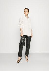Gina Tricot - CORY - Skjorte - whitecap gray - 1