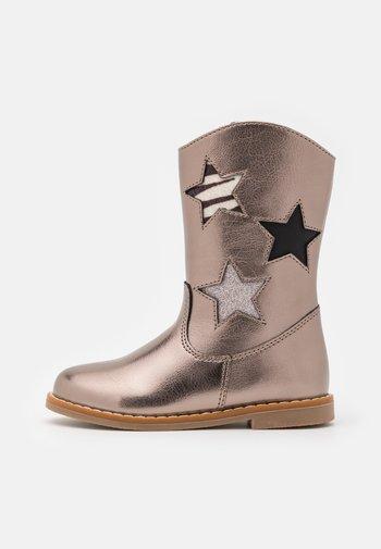 Boots - bronze