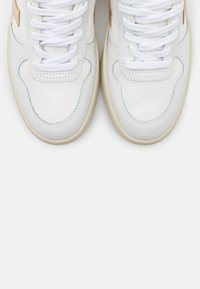 Veja - V-10 - Trainers - white/platine - 5