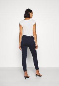 Vero Moda Petite - VMHOT SEVEN SLIM PUSH UP PANTS - Trousers - navy blazer - 2