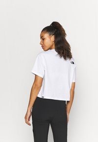 The North Face - CROP TEE - T-shirt con stampa - white - 2