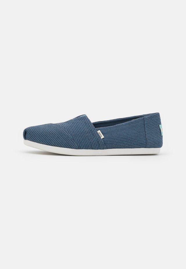 ALPARGATA VEGAN - Nazouvací boty - blue