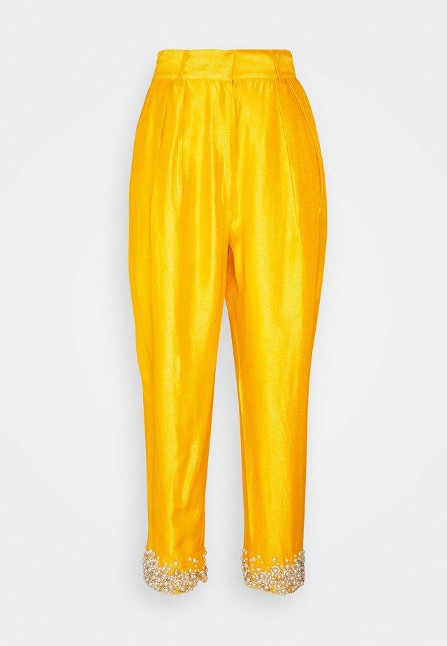 AMARA TROUSERS - Spodnie materiałowe - mustard