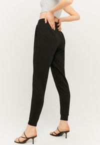 TALLY WEiJL - Teplákové kalhoty - black - 2