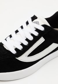 Viking - RETRO TRIM UNISEX - Sports shoes - black/eggshell - 5