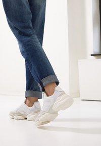 Marc O'Polo - JULIA - Sneakers basse - white - 5
