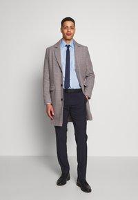 OLYMP - OLYMP LUXOR MODERN FIT - Formal shirt - azur - 1