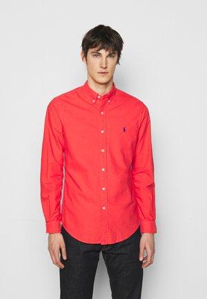SLIM FIT OXFORD SHIRT - Shirt - racing red