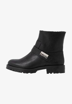 VICTORIA - Cowboy/biker ankle boot - black