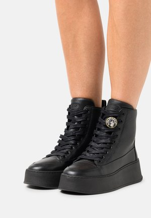 BUMPP IN - High-top trainers - black