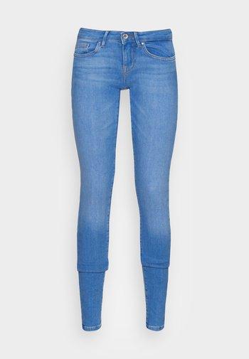 ONLCORAL - Skinny-Farkut - light blue denim