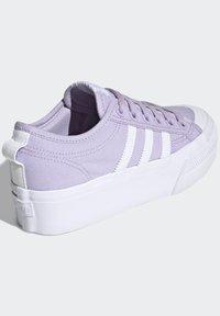 adidas Originals - NIZZA PLATFORM - Zapatillas - blipur/ftwwht/ftwwht - 3