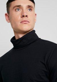 Calvin Klein Jeans - CORE INSTIT  - Langærmede T-shirts - black - 4