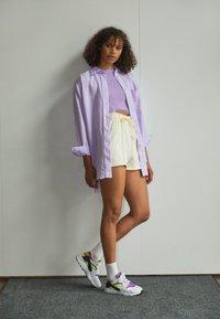 Nike Sportswear - HUARACHE - Sneakers - white/red plum/light lemon twist/black - 1