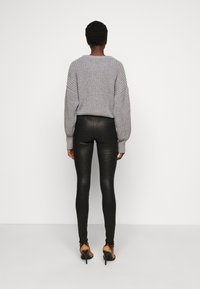 PIECES Tall - PCSKIN PARO GLITTER - Leggings - Trousers - black - 2