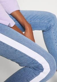 Rich & Royal - MIDI STRIPE - Jeans slim fit - denim blue - 3